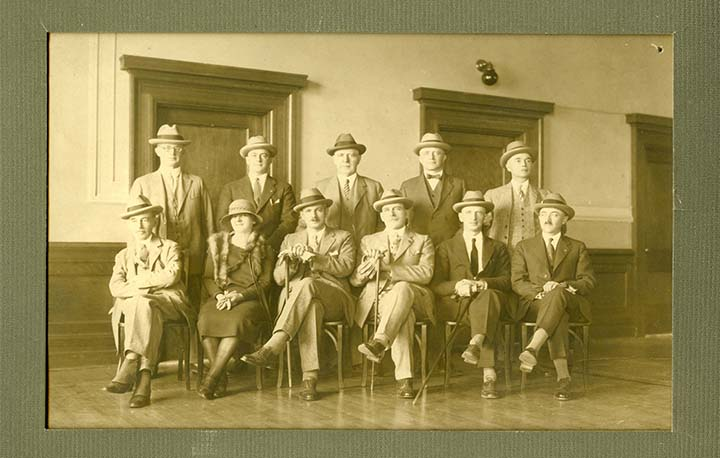 A photo of Jean Roy with her male colleagues in 1925