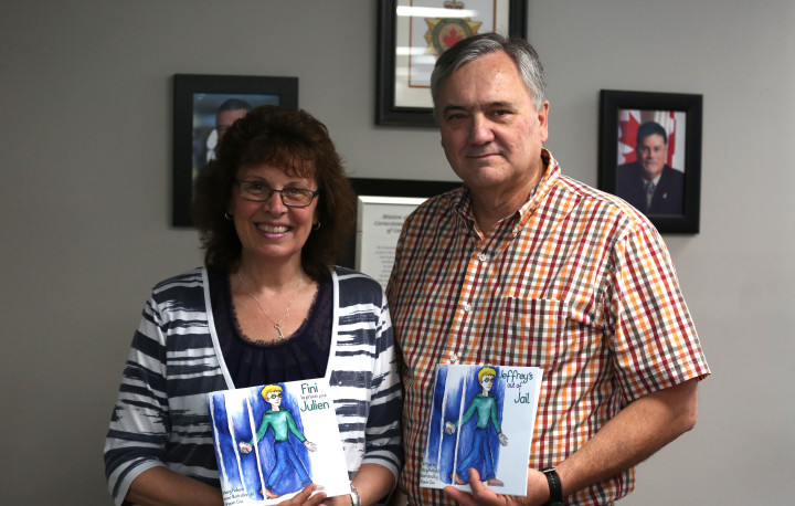Photo of David Molzahn, Manager, Community and Stakeholder Relations with Louise Leonardi, Executive Director, Canadian Families and Corrections Network (CFCN)