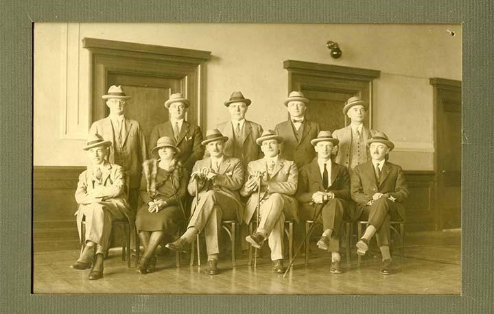 Un photo de Jean Roy aves ses collègues.