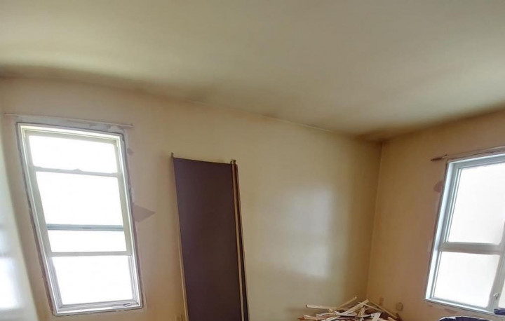 Petite pièce en cours de rénovation.