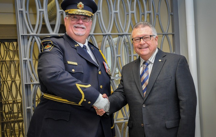 A photo of Commissioner Don Head and Minister Ralph Goodale shaking hands at the opening ceremony