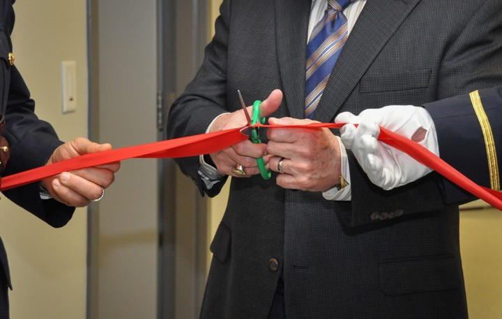 A photo of Minister Ralph Goodale cutting the ribbon at the opening ceremony