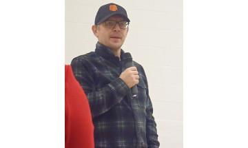 Theoren Fleury s'adresse au personnel et aux détenus de l'Établissement de Stony Mountain en janvier 2018.