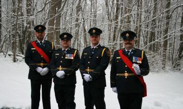 Un groupe d'agents correctionnels de la Garde de cérémonie régionale du Québec.